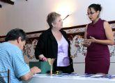 El ayuntamiento estudia dignificar las ayudas sociales