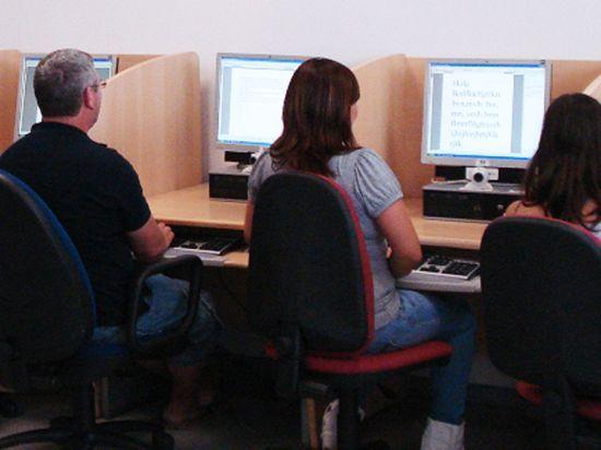 Últimas plazas disponibles para el curso de Informática Básica e Internet en el Centro Social del Barrio de San Roque, Foto 1