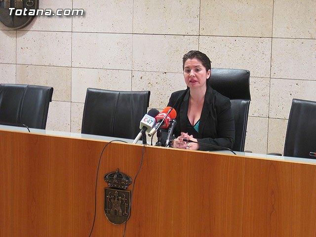 La alcaldesa de Totana explica que la denegación del Plan de Ajuste se debe al alto nivel de endeudamiento del ayuntamiento, Foto 1