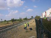 Se logra que ADIF acceda a la limpieza de maleza en los laterales de la v�a del tren a su paso por Alhama