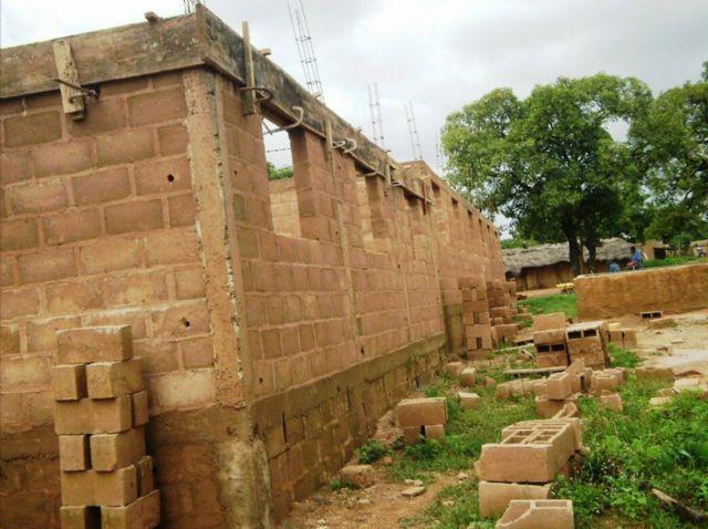 Anike Voluntarios informa sobre el buen desarrollo de la construccion de un colegio en Burkina Faso, Foto 1