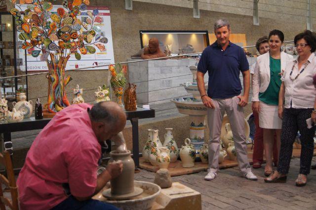 Alfareros de Totana elaboran la exposición El agua fuente de vida, Foto 1