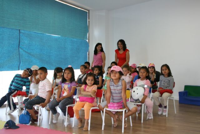 Más de 300 escolares han participado en las bibliotecas públicas municipales durante el pasado curso en los diferentes programas y actividades de animación a la lectura y formación de usuarios, Foto 1