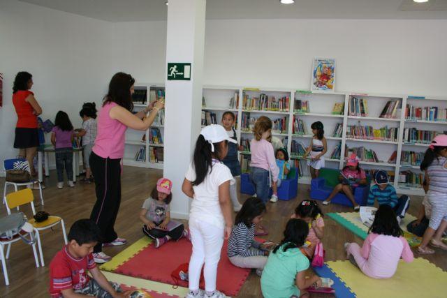 Más de 300 escolares han participado en las bibliotecas públicas municipales durante el pasado curso en los diferentes programas y actividades de animación a la lectura y formación de usuarios, Foto 2