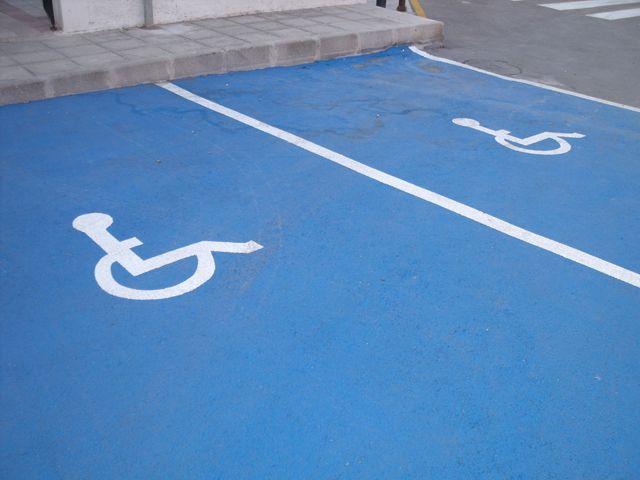 Entra en vigor la modificación de la Ordenanza Municipal Reguladora de la Tarjeta de Estacionamiento para personas con discapacidad, Foto 1