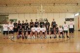 La nueva plantilla del UCAM Murcia realiza el primer entrenamiento en Totana