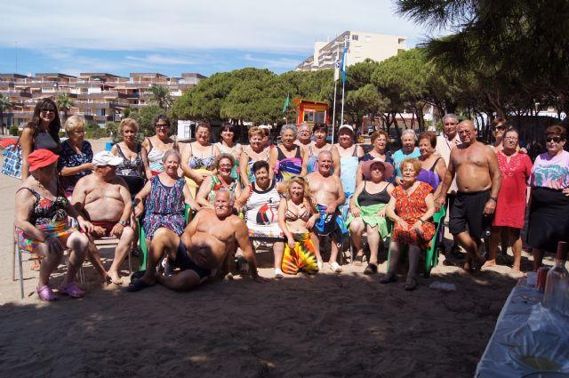 Autoridades municipales visitan a las personas mayores que han participado en el programa ¡Vente a la Playa!, Foto 1