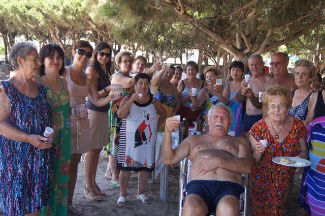 Autoridades municipales visitan a las personas mayores que han participado en el programa ¡Vente a la Playa!, Foto 2