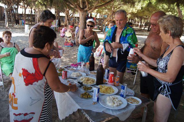Autoridades municipales visitan a las personas mayores que han participado en el programa ¡Vente a la Playa!, Foto 3