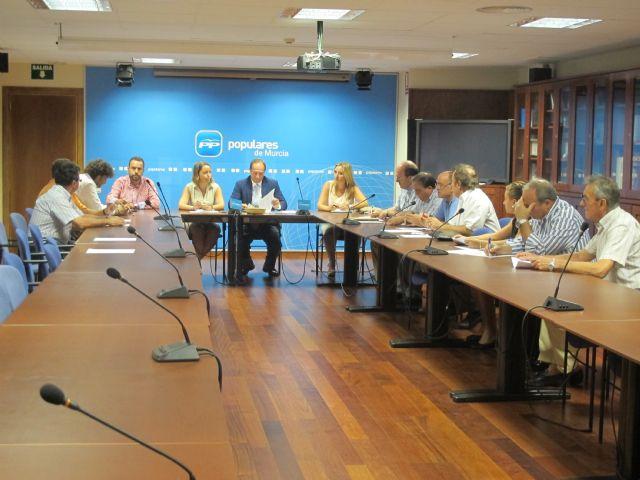 El PP se reúne con pymes y autónomos de la Región para ayudarles a potenciar su competitividad, Foto 1