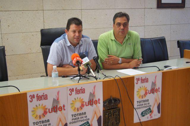 Totana celebra del 4 al 7 de octubre en la plaza de la constitución la 3ª Feria del Comercio Outlet, Foto 2