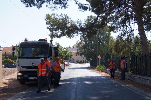 La Dirección General de Carreteras está acometiendo trabajos de limpieza y desbroce de los arcenes y limpieza de cunetas en las carreteras de C-7 y C-8, Foto 1