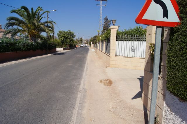 La Dirección General de Carreteras está acometiendo trabajos de limpieza y desbroce de los arcenes y limpieza de cunetas en las carreteras de C-7 y C-8, Foto 2