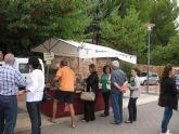 El mercadillo artesano de La Santa se celebró ayer con un gran ambiente de asistentes merced a la buena climatología matinal