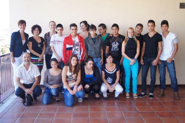 Catorce jóvenes alumnos procedentes de los centros de educación Secundaria de Totana participan en el Aula Ocupacional en la modalidad de taller de cocina y pastelería, Foto 2