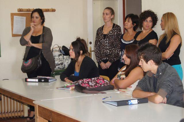 Catorce jóvenes alumnos procedentes de los centros de educación Secundaria de Totana participan en el Aula Ocupacional en la modalidad de taller de cocina y pastelería, Foto 4