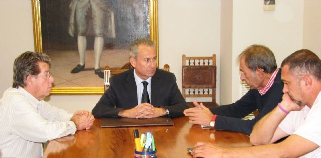 El presidente de la CHS visita la Comunidad de Regantes de Lorca para evaluar los daños en la zona, Foto 1