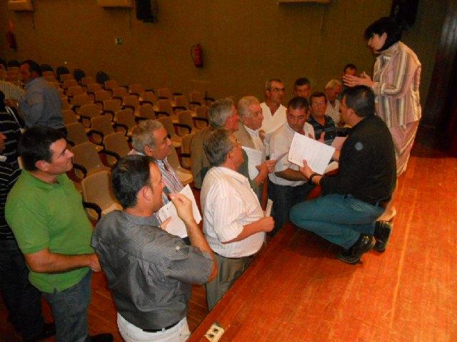 El equipo de Gobierno se reúne con los afectados por las inundaciones para hacer un frente común, Foto 1