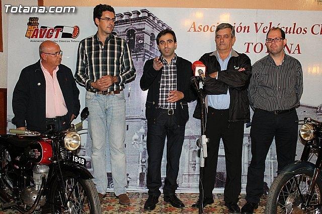 El Casino de Totana acogió la presentación de la 8ª Concentración de Vehículos Clásicos de Totana, Foto 1