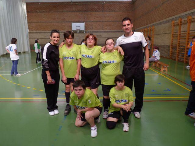 Diez usuarios del Centro Ocupacional José Moyá Trilla representaron a Totana en el Campeonato Regional de Naloncesto de Juegos Especiales, Foto 4