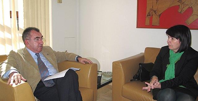 La alcaldesa de Totana se reúne con el consejero de Presidencia, Foto 1