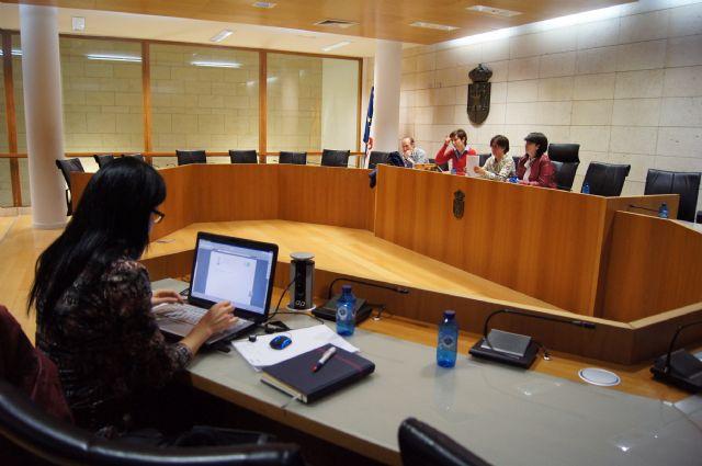 El ayuntamiento se reúne con las asociaciones de vecinos para consensuar el procedimiento de autogestión de los centros sociales del municipio, Foto 2