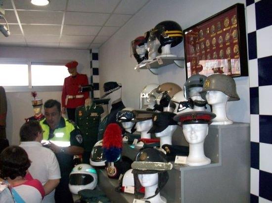 Los alumnos del Centro de Día de discapacidad intelectual José Moya Trilla visitan el Museo de la Policía Local, Foto 3