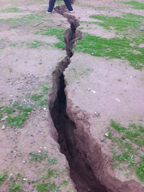 The City Council requested the presence of Totana technical Geological Survey to the surprising appearance of a crack of more than 300 meters long, Foto 5
