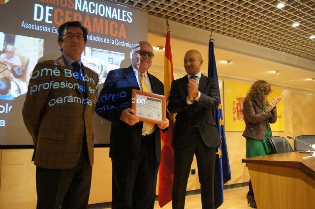 El alfarero Bartolomé Bellón recibe el reconocimiento como finalista de los premios nacionales de cerámica, Foto 1