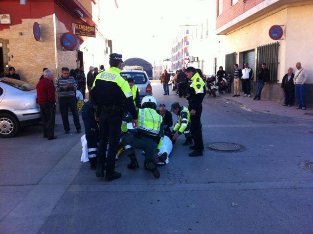 Herido un agente de la Policía Local que fue atropellado por un vehículo al no ceder el paso a la derecha en la zona de La Turra, Foto 1