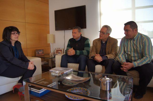 La alcaldesa mantiene su primera reunión institucional con el nuevo presidente y junta directiva del Ilustre Cabildo Superior de Procesiones, Foto 1