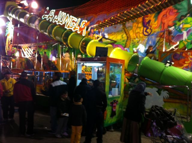 """The fairgrounds, to the flag to mark the """"Day of the carny"""", Foto 3"""
