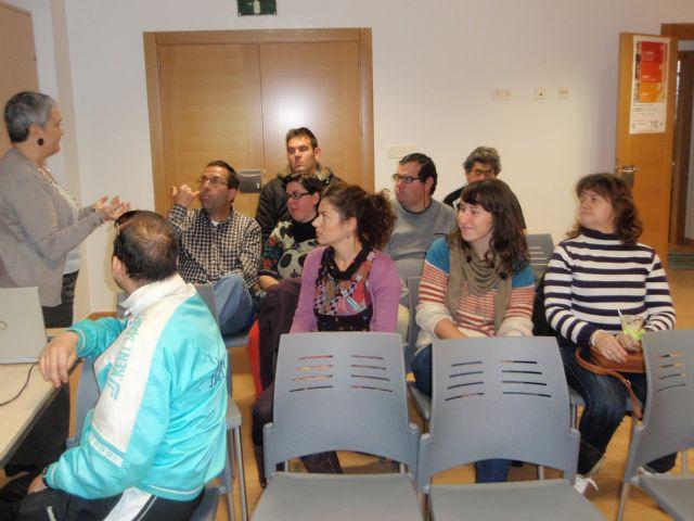 Los usuarios del Servicio de Apoyo Psicosocial se sumaron a algunos actos conmemorativos de la lucha contra la violencia de genero, Foto 3