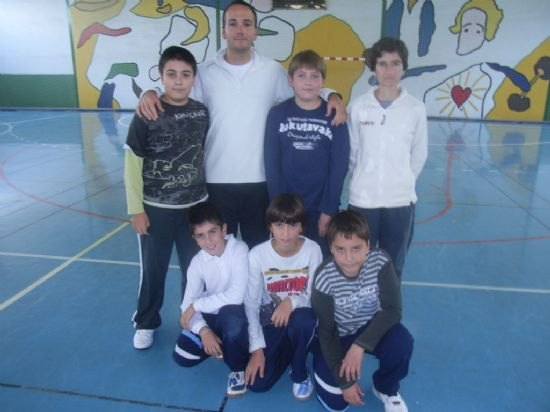 El colegio La Milagrosa consigue el primer puesto en las fases locales de baloncesto benjamín y voleibol alevín de Deporte Escolar, Foto 3