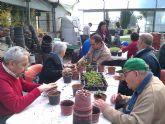 Los chicos del Centro de D�a Las Salinas comparten talleres con los mayores de la Residencia Virgen del Rosario