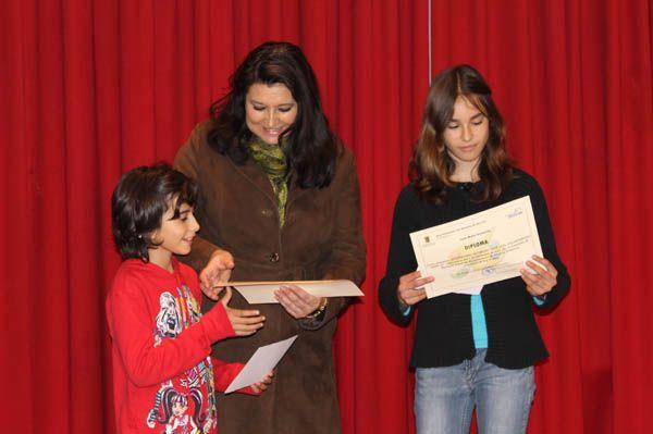 Anoa Díaz y Laura Muñoz, ganadoras del concurso de pintura sobre el voluntariado, Foto 1