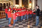 El Coro Escolar del CEIP Santa Eulalia celebró un concierto de Navidad en la parroquia de Las Tres Avemarías