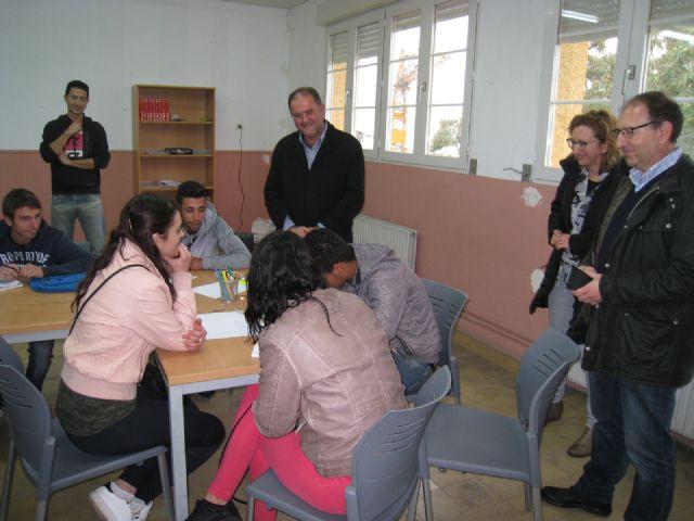 Autoridades municipales conocen de primera mano la experiencia formativa y demandas de los alumnos que participan en diversos programas del Colectivo El Candil - 1, Foto 1