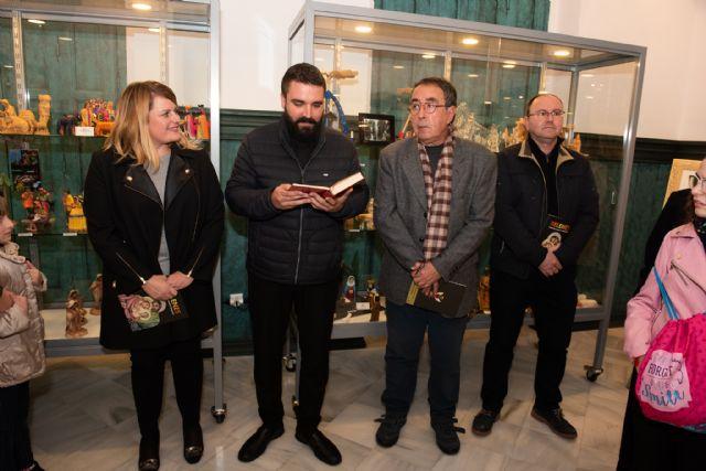 La exposición de belenes de Salvador Jorquera invita a conocer las tradiciones navideñas de otras culturas, Foto 1