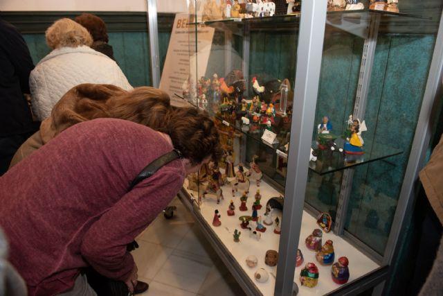 La exposición de belenes de Salvador Jorquera invita a conocer las tradiciones navideñas de otras culturas, Foto 2