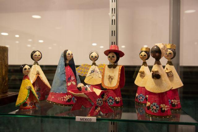 La exposición de belenes de Salvador Jorquera invita a conocer las tradiciones navideñas de otras culturas, Foto 3