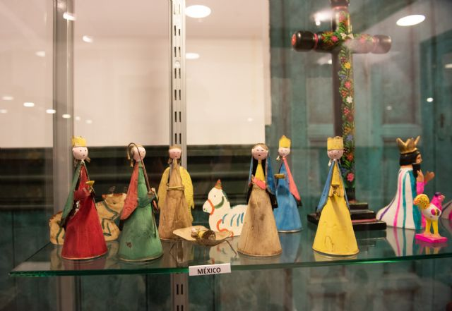 La exposición de belenes de Salvador Jorquera invita a conocer las tradiciones navideñas de otras culturas, Foto 4