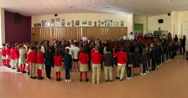 Los mayores de los hogares y el centro de Día participan en una actividad intergeneracional con alumnos del New Castelar College - 3, Foto 3