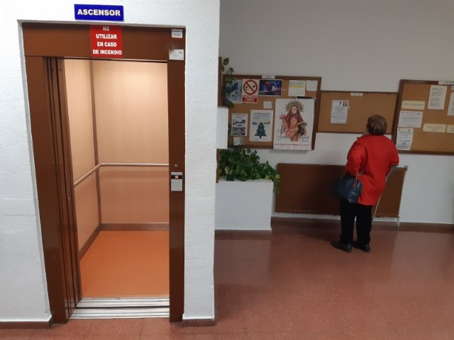 They request a subsidy for the replacement of the existing elevator in the Municipal Center for the Elderly, Foto 1