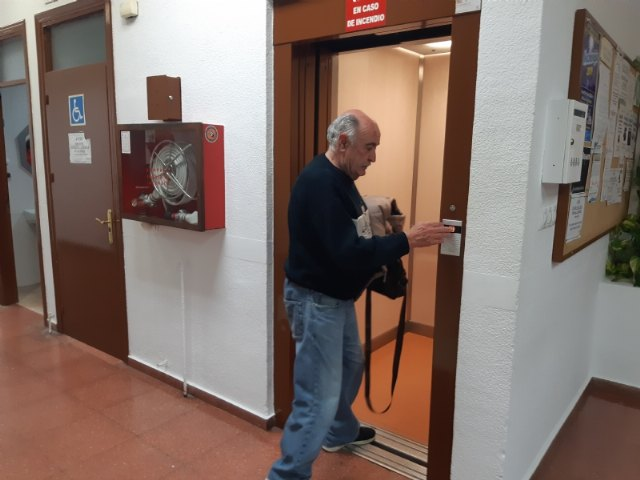 They request a subsidy for the replacement of the existing elevator in the Municipal Center for the Elderly, Foto 2