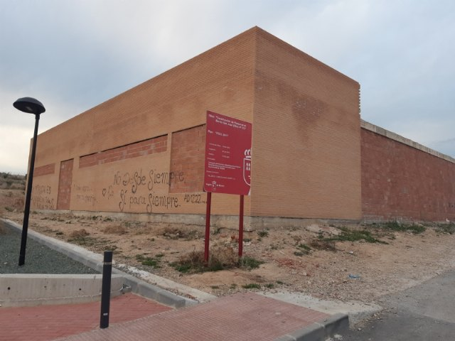 They agree to initiate the pertinent procedures for the enhancement of the abandoned municipal building in the area attached to the San José Garden, Foto 3