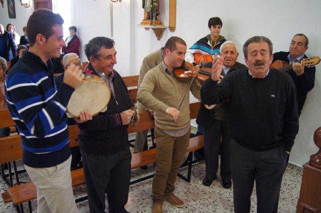 Autoridades municipales asisten al Raiguero Alto donde se ha celebrado el tradicional Canto de Ánimas de la mano de la cuadrilla de la pedanía, Foto 1