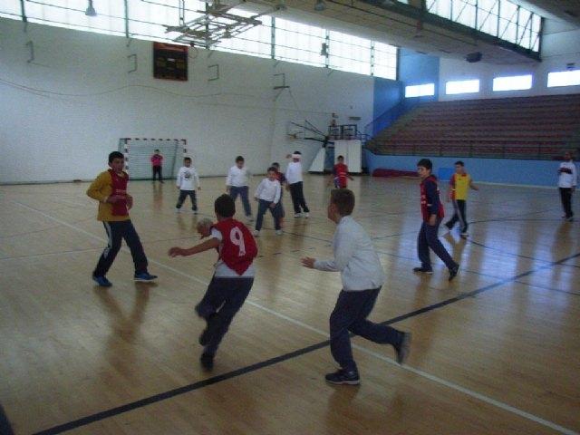 La concejalía de Deportes organizo la primera jornada de la fase local de balonmano alevín de deporte escolar, Foto 1