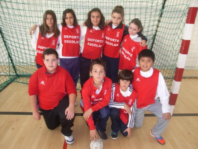 La concejalía de Deportes organizo la primera jornada de la fase local de balonmano alevín de deporte escolar, Foto 4