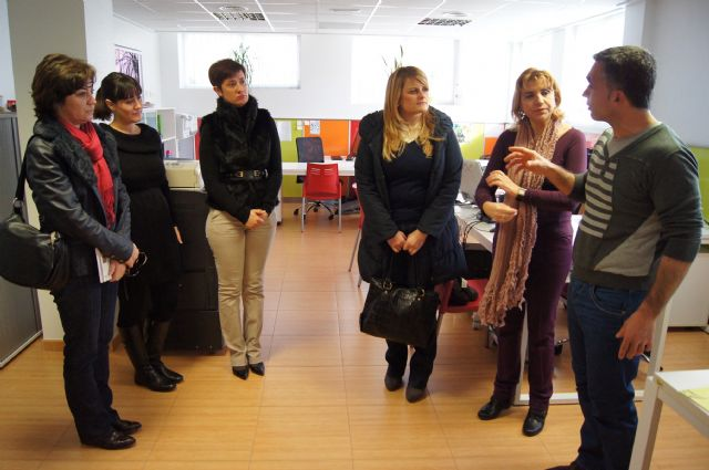 """Regional Assembly Deputies visit the collective social promotion """"The Candle"""" - 1"""